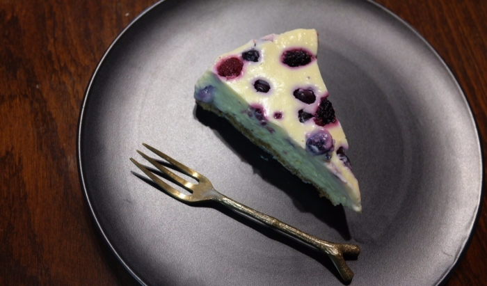 White Chocolate and Berry Cheesecake